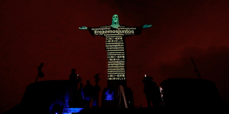 Proyectan en el Cristo Redentor las banderas de los países con casos de coronavirus (Video)
