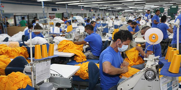 """Los empresarios esperan que la industria maquiladora siga creciendo y """"generando esa posibilidad de crecimiento y empleos para el país""""."""