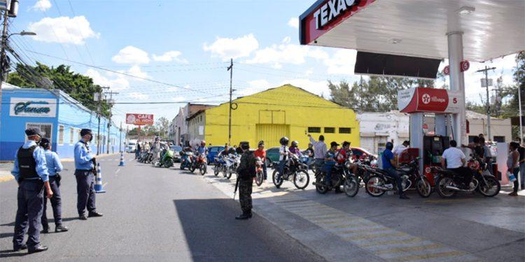 Conductores abarrotan gasolineras de Tegucigalpa