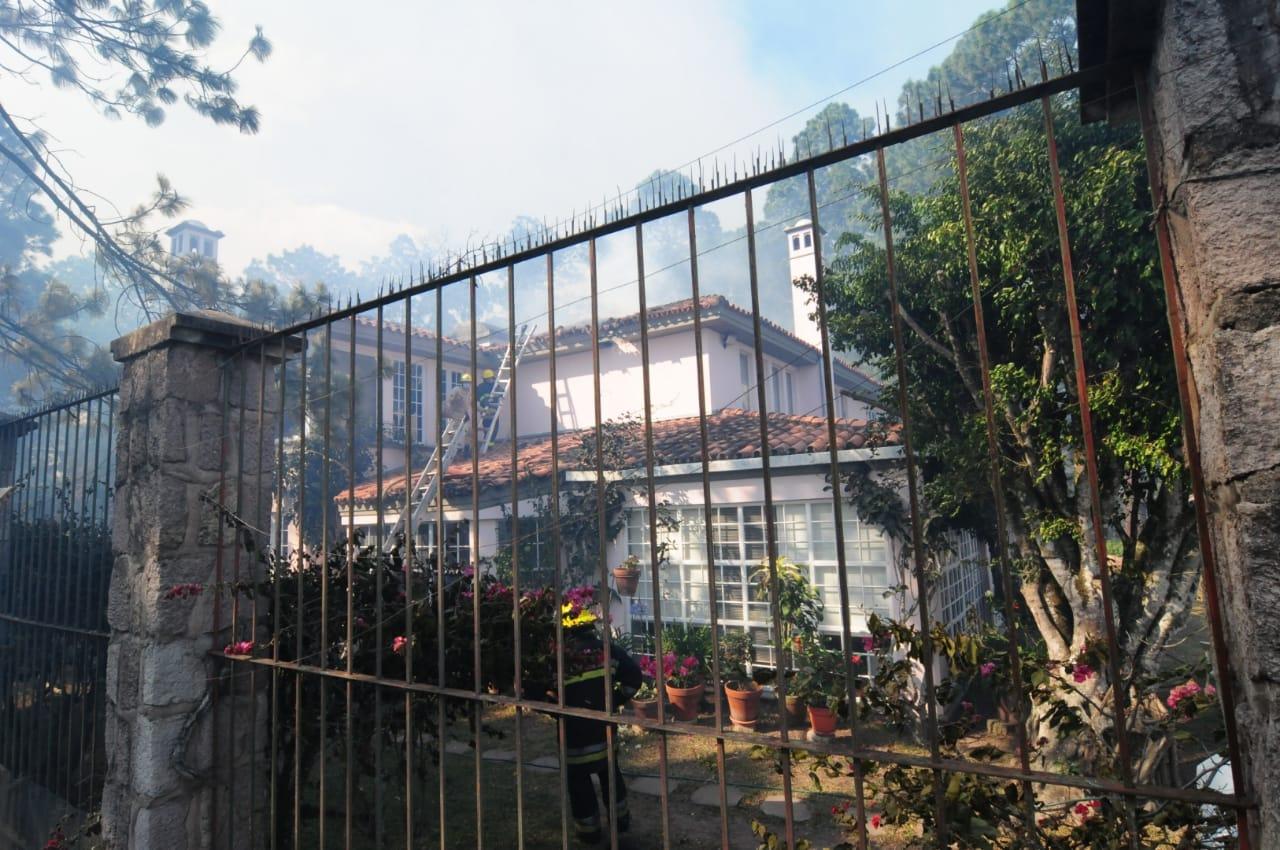 Cinco residencias de diplomáticos en riesgo por incendio forestal en El Hatillo(Video/Galería)