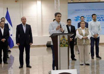 """Juan Orlando Hernández: """"la salud de las personas es lo primero"""""""