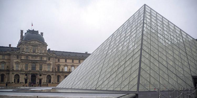 El coronavirus llega a más de 60 países; Francia cierra el Louvre