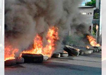 Habitantes de aldea El Tablón protestan exigiendo alimentos