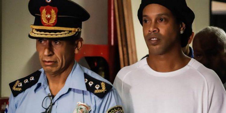 Un tribunal paraguayo ratifica que Ronaldinho debe seguir preso