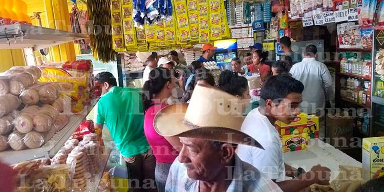 Hondureños salen a los supermercados y bancos ante el temor del COVID-19 (Galería)