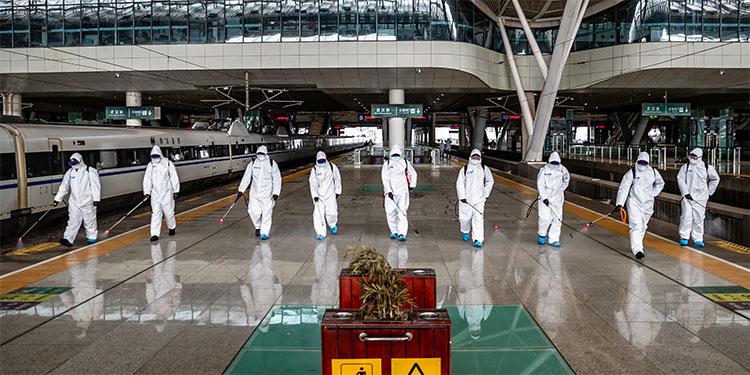 Wuhan vislumbra el fin de un confinamiento que se extiende por el planeta