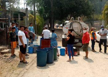 Dispensa de agua con 'pipas' gratis no se detiene en la capital de Honduras
