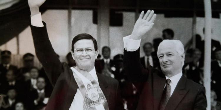 Aterriza en Tegucigalpa vuelo con restos del expresidente Rafael Callejas (Vídeo)