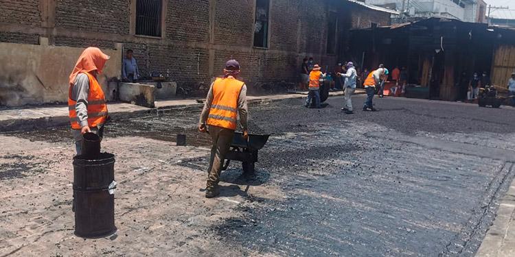 Las labores de pavimentación continúan en la zona afectada por el incendio de Comayagüela.