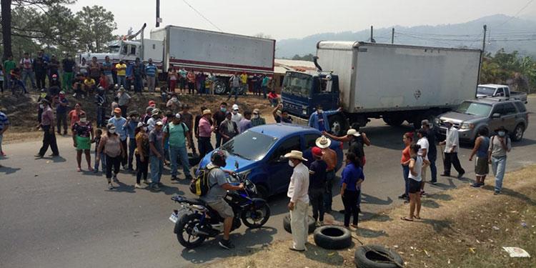 En el desvío de la comunidad de Balibrea la toma duró varias horas, teniendo que proceder al desalojo.