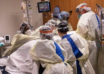 Encuentran coronavirus 'viable' en el aire a casi 5 metros de un paciente