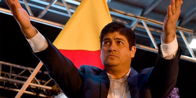 La atención del coronavirus levanta la imagen del presidente en Costa Rica