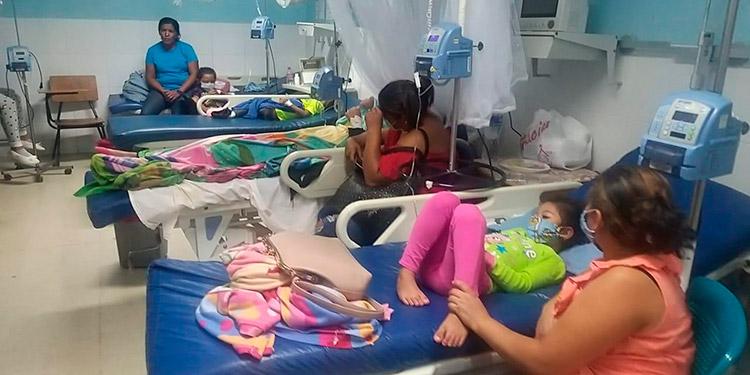"""Se confirmó el ingreso de otros cinco infantes con síntomas de dengue grave a la sala de emergencia del Hospital """"Gabriela Alvarado""""."""