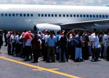 México retorna 232 migrantes tras motín