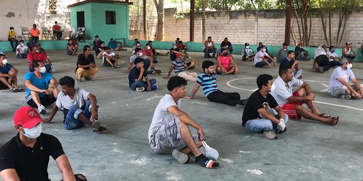 Detienen a varios hondureños por no acatar 'toque de queda'
