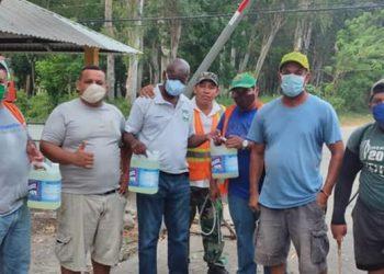 Diputado entrega productos de higiene y bioseguridad en Atlántida