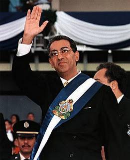 El ex presidente Carlos Flores (1998-2002) se estrenó en política como uno de los 35 diputados constituyentes liberales de 1980.