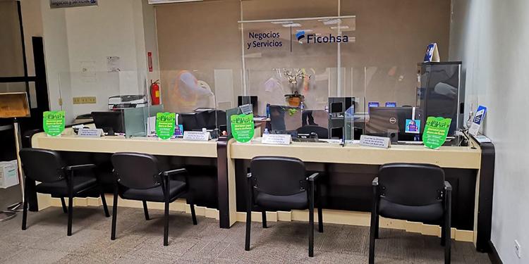 FICOHSA instala acrílicos para ofrecer mayor bioseguridad a sus clientes