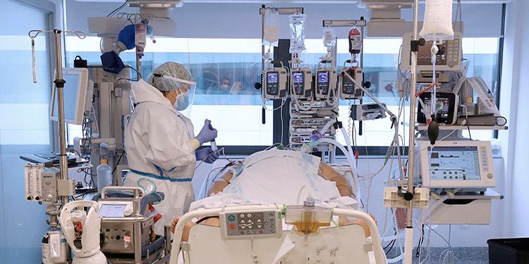 Erika Jaramillo, ingresada en la UCI del hospital, conectada a un respirador y a un Ecmo, esta semana. (JAIME VILLANUEVA SÁNCHEZ)