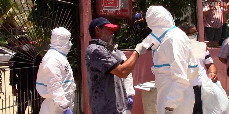 Casi 24 horas después forenses levantan cadáver de doctora en Tela (Vídeo)
