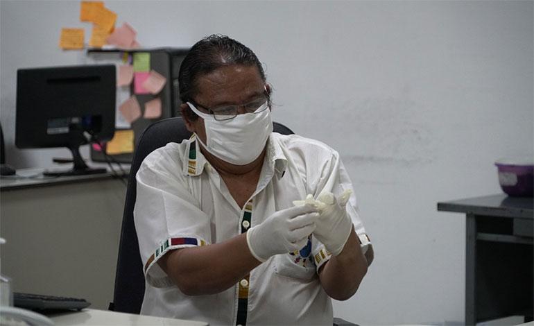 Llegan a LA TRIBUNA las mascarillas del gobierno hechas por la Industria Militar (Fotosy video)