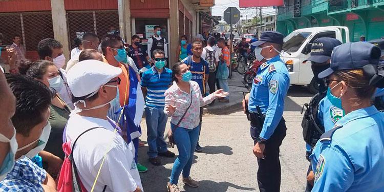 Los locatarios pidieron a las autoridades que les escuchen sus planteamientos para la reapertura del mercado municipal.