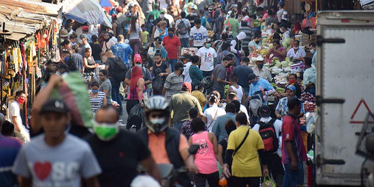 Los capitalinos se aglomeraron en los mercados de Comayagüela, para comprar alimentos.