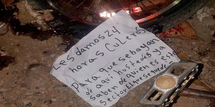Al cadáver le dejaron un cartel que refleja pleito por territorio para la venta y distribución de drogas.