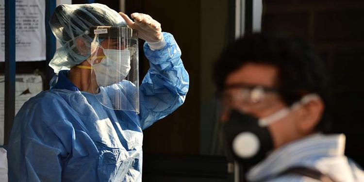 Médico descarta que mascarillas provoquen deficiencias de oxígeno (Vídeo)