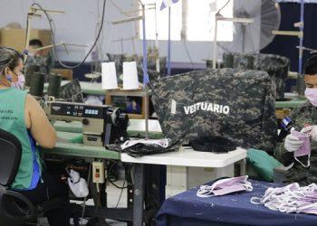 FFAA confeccionan a diario 3,000 mascarillas por emergencia de COVID-19 en Honduras
