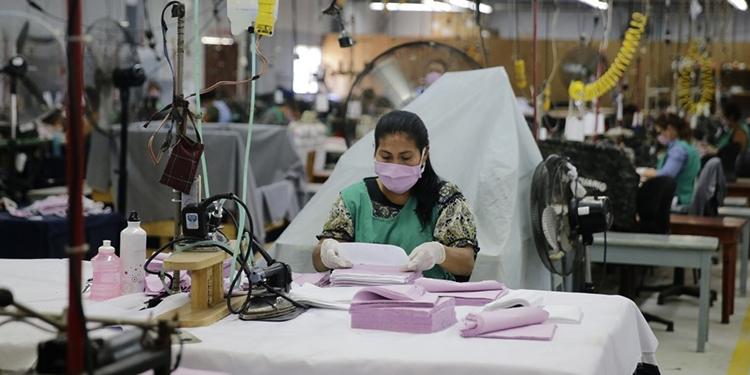 Uso permanente de mascarillas mitigará avance del COVID-19, reitera Salud