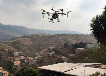 Drones desinfectan la capital para evitar propagación del COVID-19 (Vídeo)