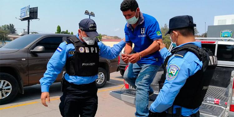 El detenido será puesto a disposición del juzgado que ordenó su captura.