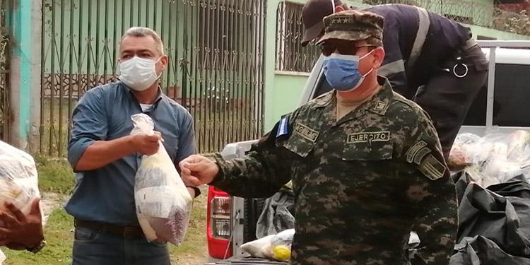 """Elementos militares han proseguido en la jornada de """"Honduras Solidaria""""."""