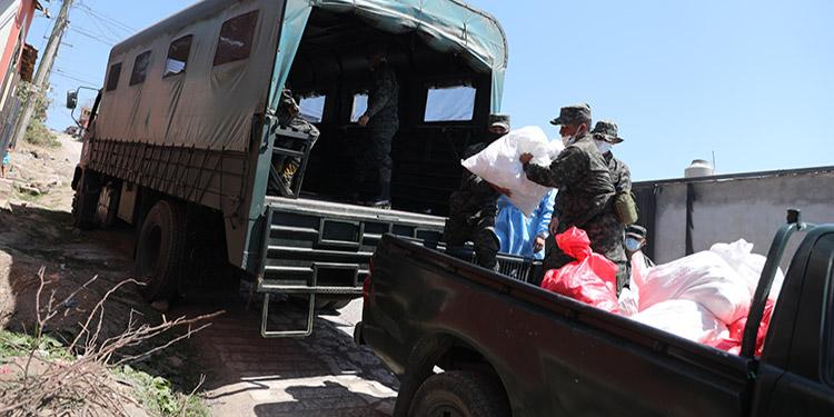 Las entregas de alimentos han estado a cargo de las Fuerzas Armadas y Guías de Familia, en coordinación con otras instituciones.