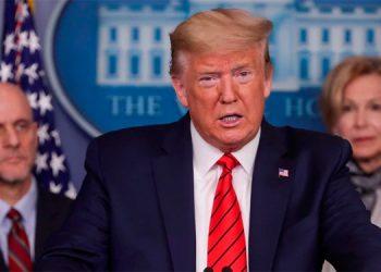 """El presidente Donald Trump advirtió a los estadounidenses que las próximas dos semanas serían """"muy, muy dolorosas"""", ya que el número de casos nuevos de coronavirus continúa aumentando."""