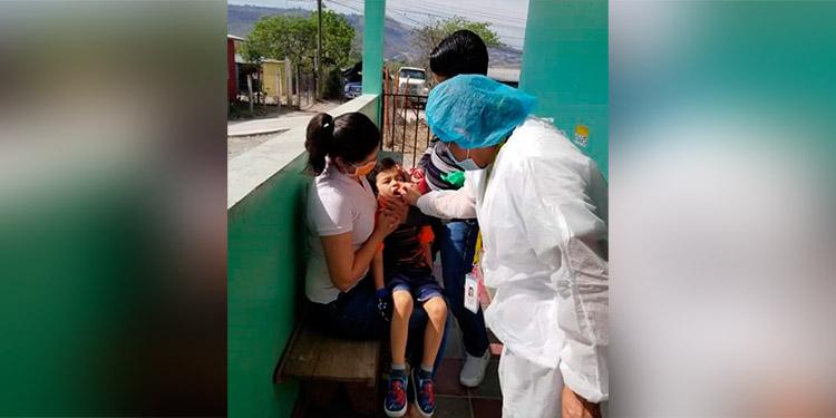 Realizan vacunación por demanda espontánea en establecimientos de salud