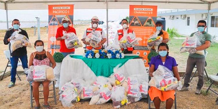 Pobladores de seis comunidades de Choluteca recibieron los donativos de víveres.