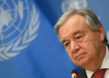 """""""No es el momento de reducir"""" el financiamiento a la OMS, advierte el jefe de la ONU"""