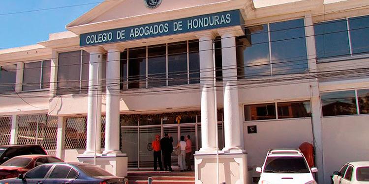 Presidenta del CAH anuncia que abogados independientes recibirán bono