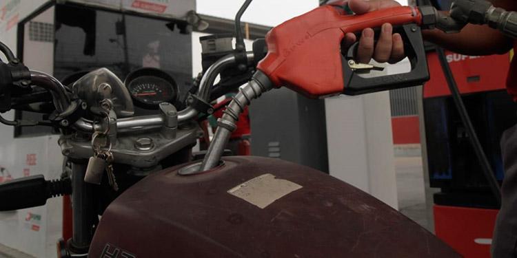 Variaciones mixtas traen precios de combustibles