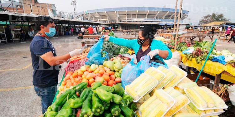 Unos 5 mil clientes al día visitan Feria del Agricultor