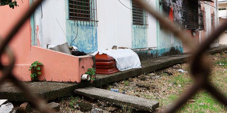 Ecuador: El dolor en Guayaquil se duplica por la imposibilidad de enterrar a los muertos