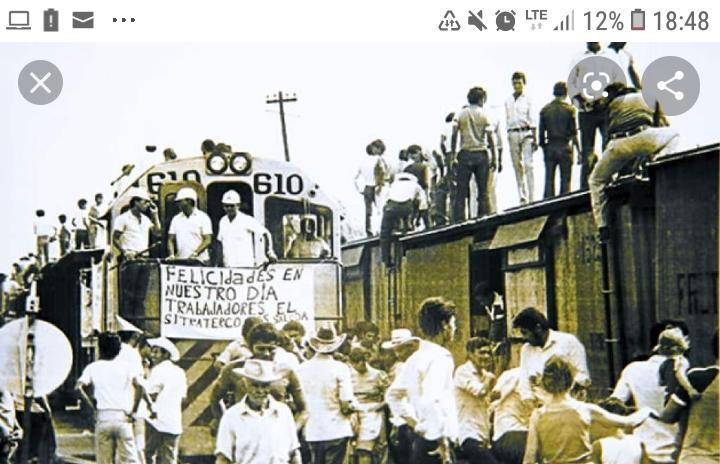 Los trabajadores del Ferrocarril Nacional durante la huelga de 1954, que cambió las relaciones obrero-patronal en el país.