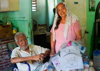 Iglesia La Luz del Mundo reune víveres para adultos mayores