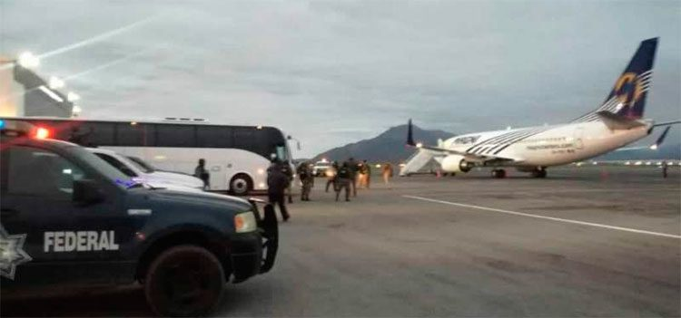 México retorna 232 migrantes hondureños después de motín