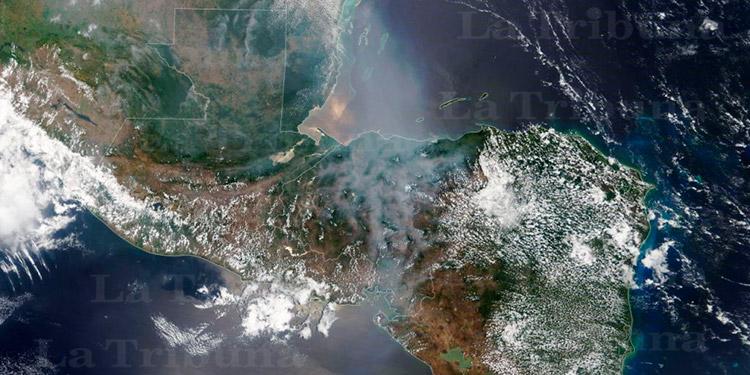 Satélite de la NASA capta densa capa de humo sobre Honduras producto de los incendios