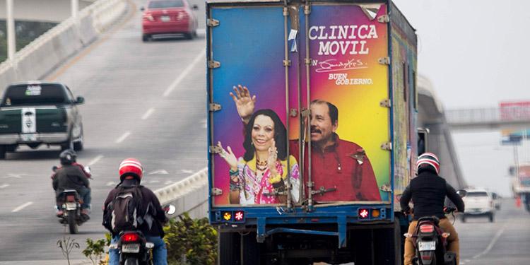 Nicaragua: Despliegan clínicas móviles con la imagen de Ortega, que sigue sin dar la cara