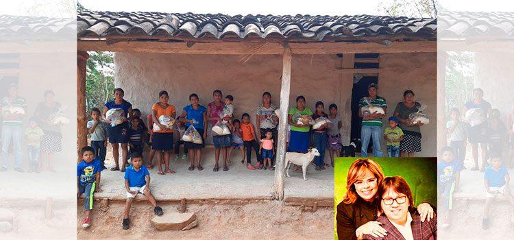 Roberto Orellana regala provisiones de comida a familias pobres de Honduras durante la crisis