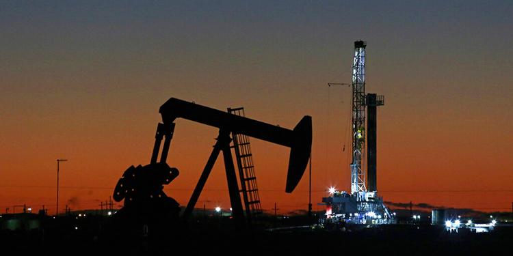 Petróleo vuelve a terreno positivo en Nueva York tras derrumbe